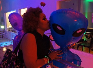 GSF.Yuri.me.kissing.alien